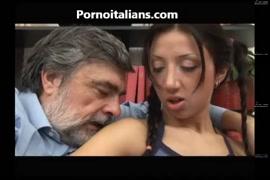 Videos de colegialas sexis teniendo sexo con hombres
